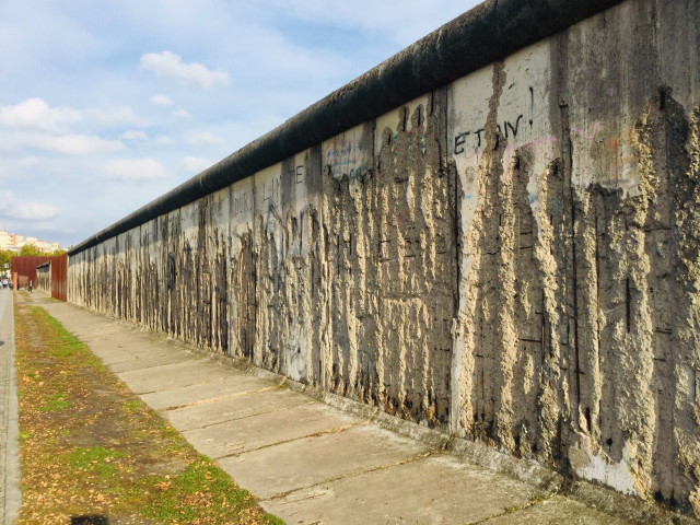 30 years of demolition of the Berlin Wall: Contain a cruel and cunning treachery against toiling masses of Germany, East or West